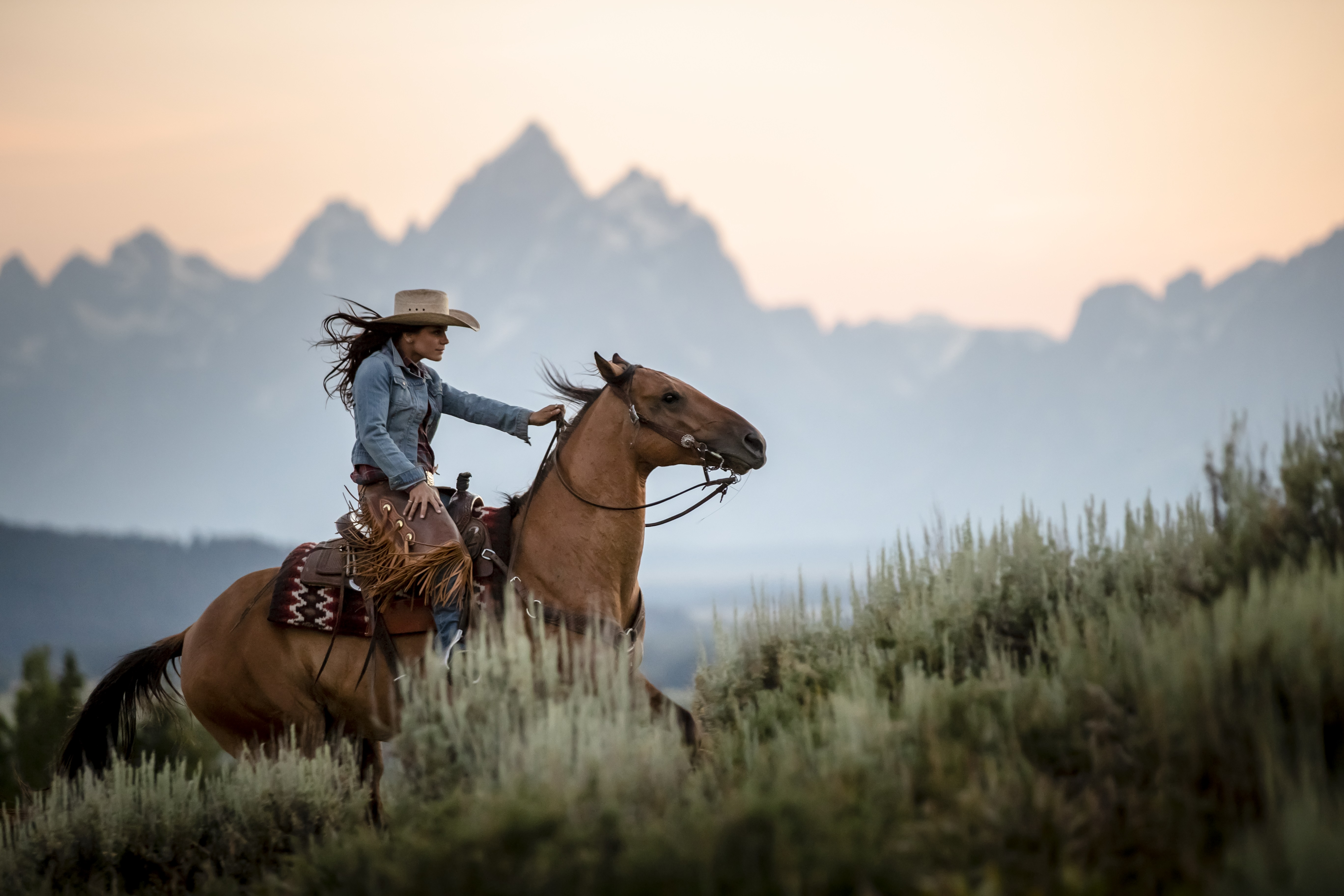 Tetons_Cowgirl riding horse