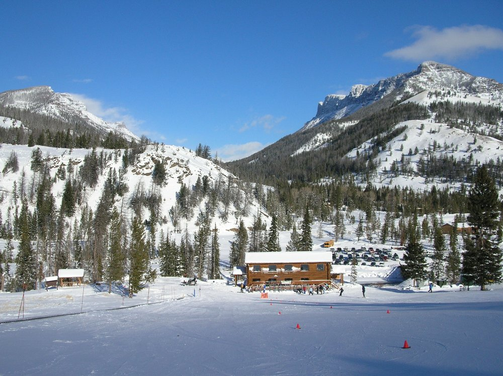 Lodge in front of ski mountains